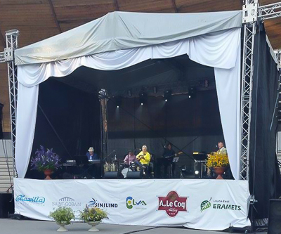 Lõuna-Eesti Erametsa OÜ toetas Elva laululaval toimunud Francis Goya kontserti.